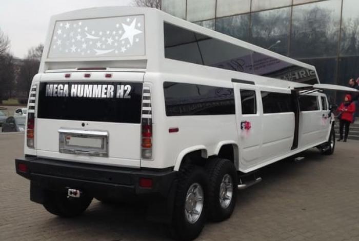 Hummer H2 MEGA Limuzin